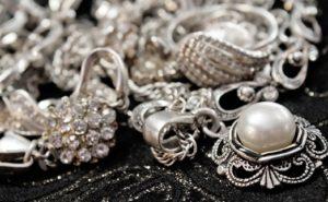 почистить серебро от черноты