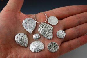 почистить серебряные серьги в домашних условиях