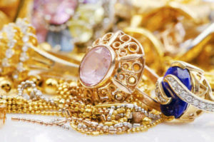 Как эффективно очистить золото от чужой энергетики в домашних условиях