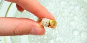 Как самому приготовить раствор для чистки золота в домашних условиях