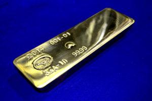 Сколько обычно весит стандартный слиток золота