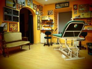Какая мебель нужна в тату салон и где ее купить